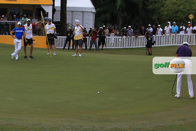 David Lipsky (USA) on the 18th green during Round 4 of the Maybank Championship on Sunday 12th February 2017.<br /> Picture:  Thos Caffrey / Golffile<br /> <br /> All photo usage must carry mandatory copyright credit     (&copy; Golffile   Thos Caffrey)