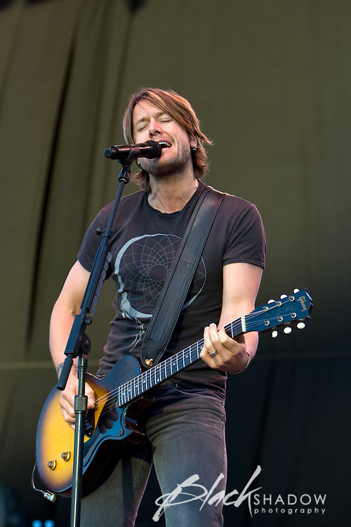 Keith Urban performing at the Point Nepean music festival, March 2008