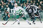 Stockholm 2015-03-14 Bandy SM-final herrar Sandvikens AIK - V&auml;ster&aring;s SK :  <br /> V&auml;ster&aring;s Johan Esplund i kamp om bollen med Sandvikens Rasmus Forslund under matchen mellan Sandvikens AIK och V&auml;ster&aring;s SK <br /> (Foto: Kenta J&ouml;nsson) Nyckelord:  SM SM-final final Bandyfinal Bandyfinalen herr herrar VSK V&auml;ster&aring;s SAIK Sandviken