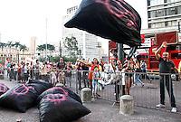 SÃO PAULO,SP,24 AGOSTO 2012 - Comerciantes e moradores da região da Santa Efigenia região central fizeram um proteste em frente a prefeirura de São  Paulo na tarde de hoje eles são contra o prejeto nova luz.FOTO ALE VIANNA/BRAZIL PHOTO PRESS.