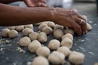 Tres Marias _ MG, Brasil...Detalhe do braco de uma mulher fazendo salgado em Tres Marias, Minas Gerais...Detail of a arm of woman cooking in Tres Marias, Minas Gerais...Foto: JOAO MARCOS ROSA / NITRO