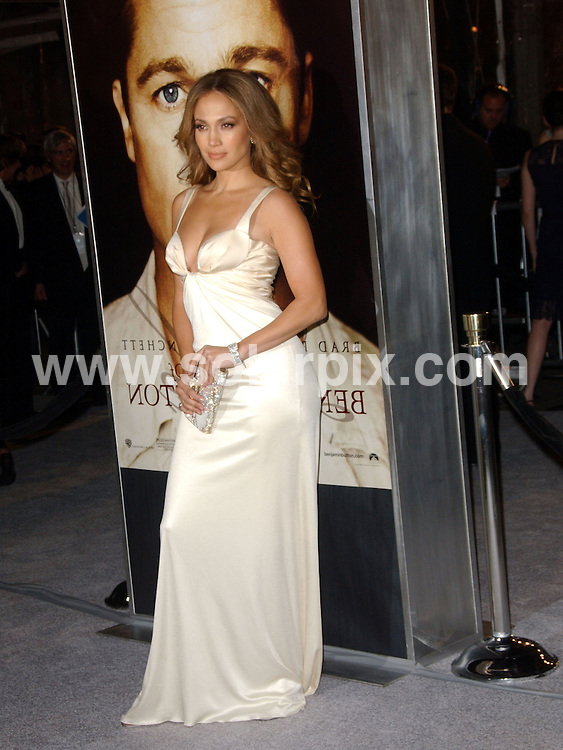 "**ALL ROUND PICTURES FROM SOLARPIX.COM**.**SYNDICATION RIGHTS FOR UK, SPAIN, PORTUGAL, AUSTRALIA, S.AFRICA & DUBAI (U.A.E) ONLY**.Jennifer Lopez arrives at ""The Curious Case Of Benjamin Button"" premiere at Mann's Village Theatre in Los Angeles, Westwood, CA. USA.JOB REF:   8117  PHZ / Ortega   DATE: 09.12.08.**MUST CREDIT SOLARPIX.COM OR DOUBLE FEE WILL BE CHARGED* *ONLINE USAGE FEE £50.00 PER PICTURE - NOTIFICATION OF USAGE TO PHOTO@SOLARPIX.COM*"