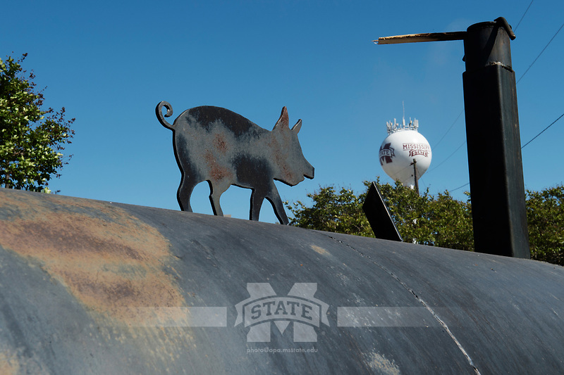 Super Bulldog Weekend pig cooking.<br />  (photo by Megan Bean / &copy; Mississippi State University)