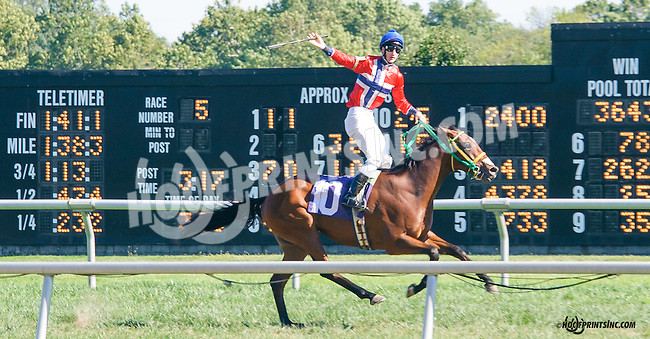 Ebreeq winning The Longines Gentlemans International Fegentri race at Delaware Park on 9/14/15 - Mr. Phillip Scott Sonseteby aboard