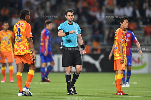 (L-R) Kanu (S-Pulse),   Daniel Stefanski (Referee), Mitsunari Musaka (S-Pulse),<br /> MAY 31, 2017 - Football / Soccer :<br /> 2017 J.League YBC Levain Cup Group A match between Shimizu S-Pulse 2-1 F.C.Tokyo at IAI Stadium Nihondaira in Shizuoka, Japan. (Photo by AFLO)