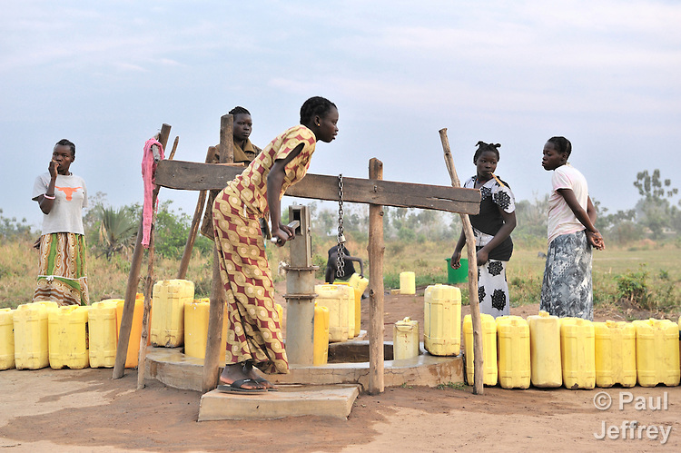Southern sudan well kairosphotos images by paul jeffrey women in yei southern sudan getting water from a well provided by the united sciox Images