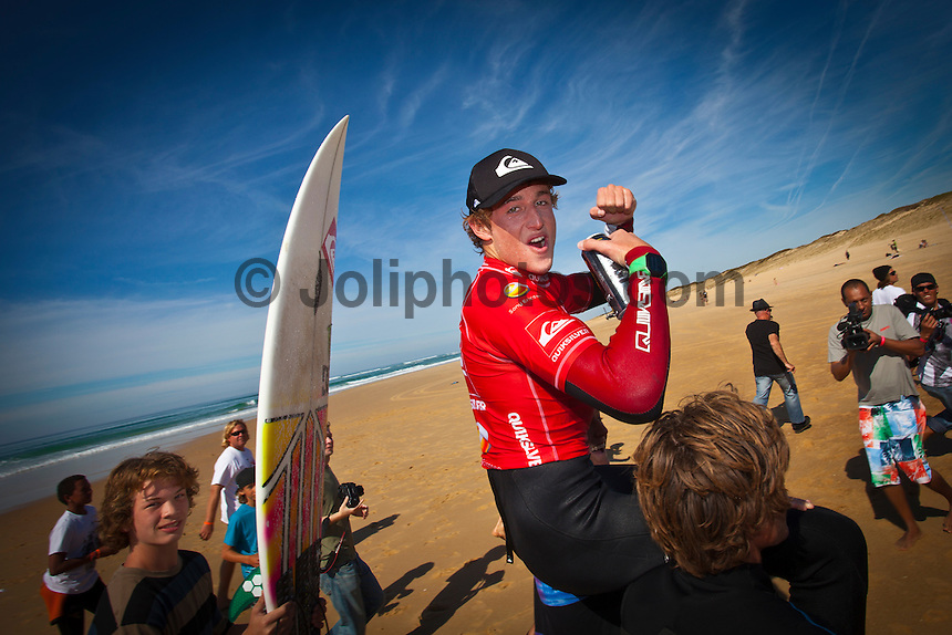 Les Bourdaines, Hossegor/France (Wednesday, September 29, 2010) .Matt Banting wins King of the Groms!.The winner of the King of the Groms 2010 was Matt Banting (AUS) today. The two finalists battled out the final, pulling off some awesome360 air reverses in the 3-4 foot clean waves that came through at Les Bourdaines. With good scores coming through from both surfers, it was Matt Banting who impressed the judges the most with some great combinations and managing to take more waves than Brazil's Filipe Toledo.. Photo: joliphotos.com