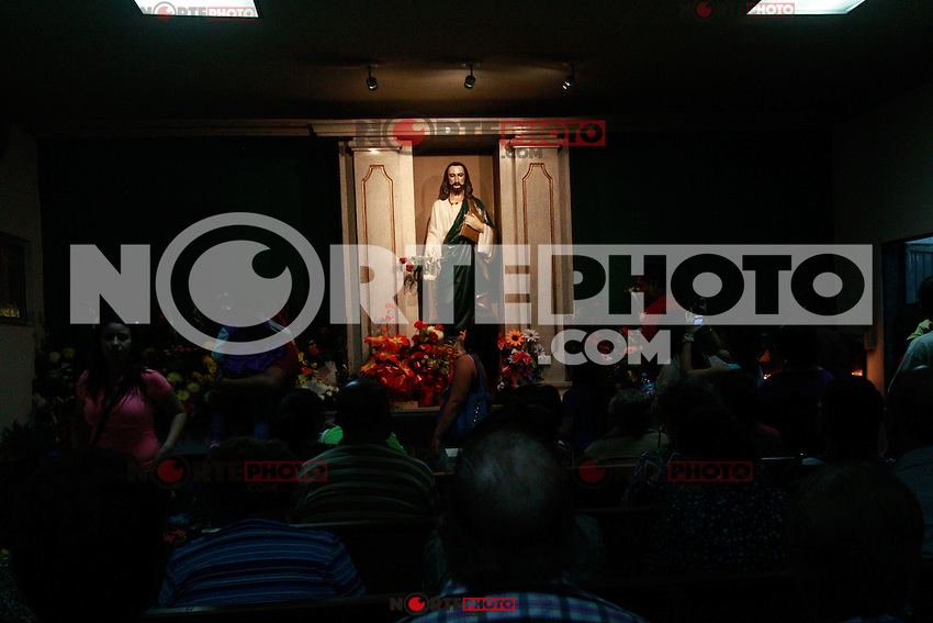 Vigil to the holy St. Jude, patron of hopeless causes in the church that bears his name held in the popular neighborhood of Hermosillo Sonora Poppies.