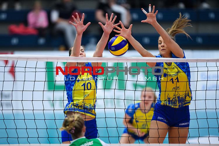 24.11.2018, Halle Berg Fidel, Muenster<br />Volleyball, DVV-Pokal Frauen, Viertelfinale, USC MŸnster / Muenster vs. SSC Palmberg Schwerin<br /><br />Block / Doppelblock Denise Hanke (#10 Schwerin), Beta Dumancic (#11 Schwerin)<br /><br />  Foto © nordphoto / Kurth