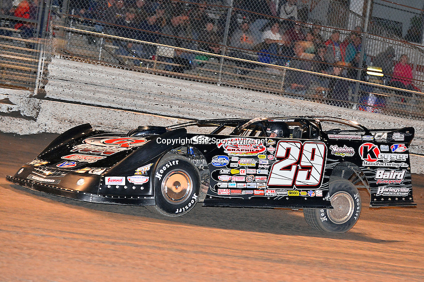 Feb 17, 2014; 7:00:55 PM;  Barberville, FL, USA;  World of Outlaws Late Model Series for 43rd Annual DIRTcar Nationals presented by Summit Racing Equipment at Volusia Speedway Park.  Mandatory Credit: (thesportswire.net)