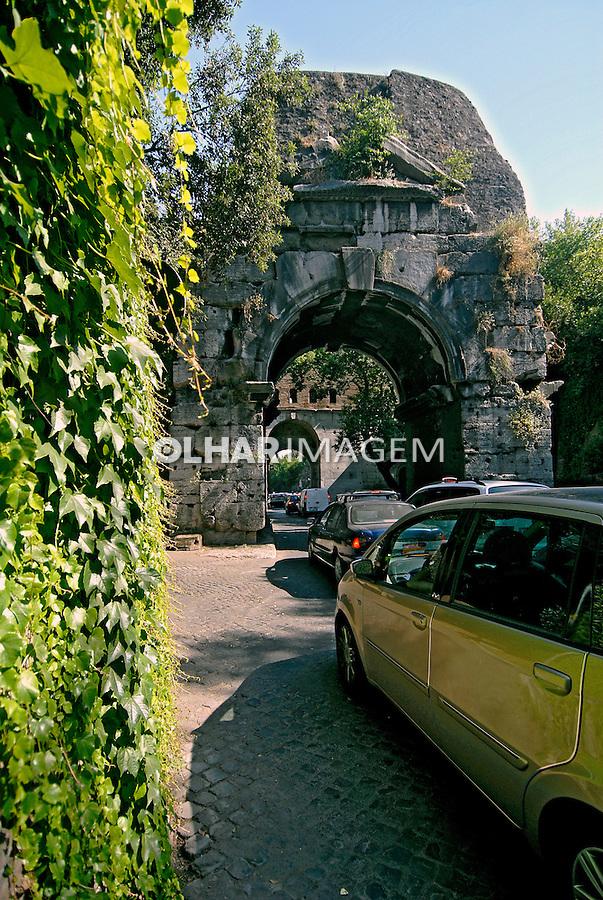 Arco na Via Appia Antica, Roma. Itália. 2006. Foto de Luciana Whitaker.