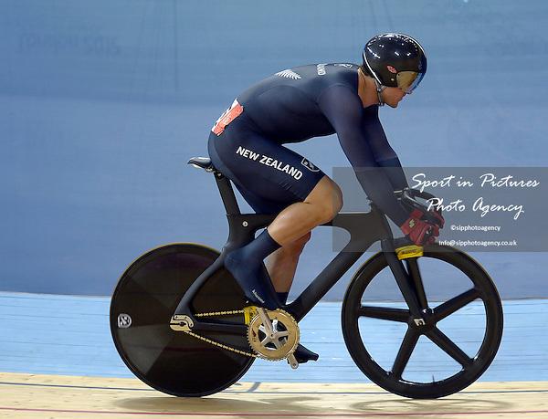 Simon van Velthooven (NZL, New Zealand). Track Cycling - PHOTO: Mandatory by-line: Garry Bowden/SIP/Pinnacle - Photo Agency UK Tel: +44(0)1363 881025 - Mobile:0797 1270 681 - VAT Reg No: 768 6958 48 - 07/08/2012 - 2012 Olympics -Velodrome, Olympic Park, London, England