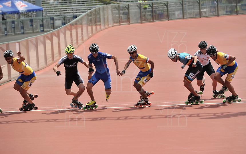 CALI – COLOMBIA – 02-08-2013: Prueba de los 1000 metros Mayores varones en patinaje de Velocidad en los IX Juegos Mundiales Cali, agosto 2 de 2013. (Foto: VizzorImage / Luis Ramirez / Staff). Competition of 1000 meters Senior Men In Speed Skating in the IX World Games Cali, August 2 2013. (Photo: VizzorImage / Luis Ramirez / Staff).