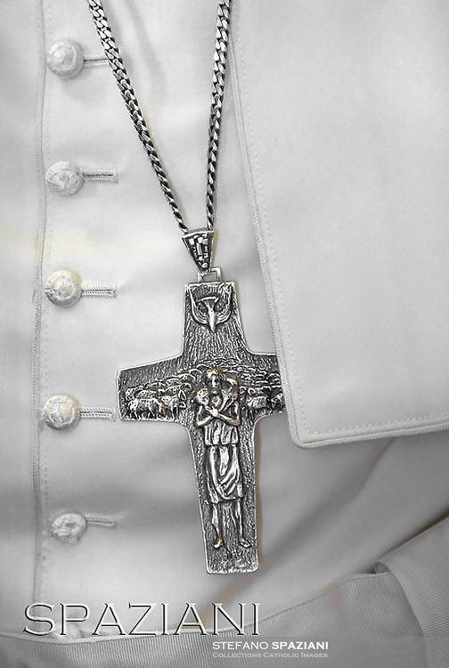 Pectoral Cross of Pope Francis   during a meeting with German altar servers and seminarists in Saint Peter's Square at the Vatican on August 5, 2014.