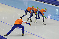 SCHAATSEN: HEERENVEEN: IJsstadion Thialf, 18-11-2012, Essent ISU World Cup, Season 2012-2013, Ladies Team Pursuit, Diane Valkenburg, Marrit Leenstra, Marije Joling (NED), ©foto Martin de Jong