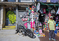New York, NY 7 July 2014 - Canal Street Gift shop/ stall ©Stacy Walsh Rosenstock/Alamy