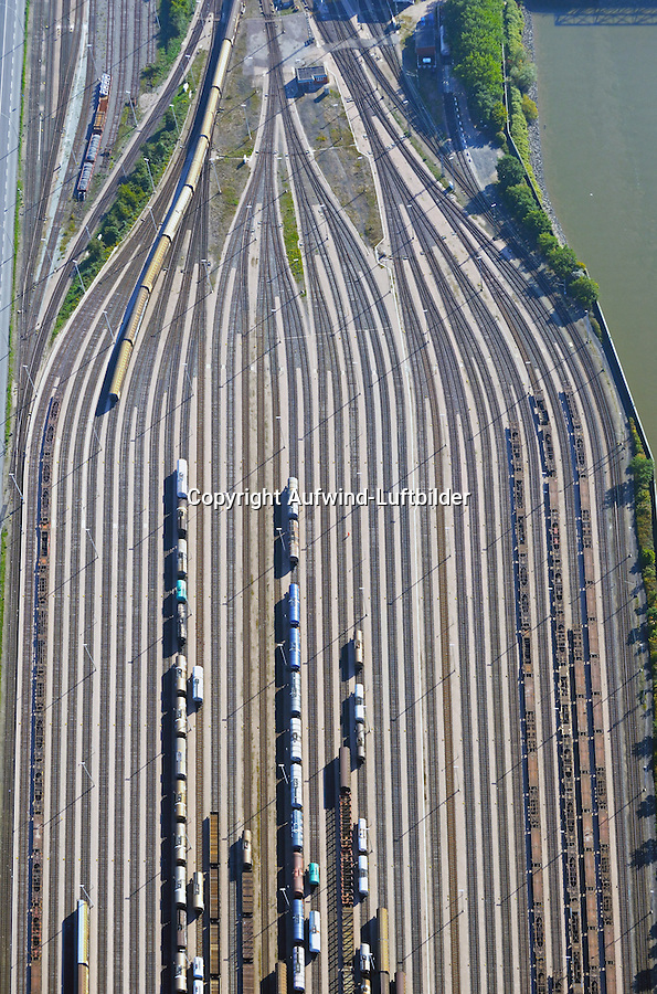 Hafenbahnhof am Veddeler Damm: EUROPA, DEUTSCHLAND, HAMBURG, (EUROPE, GERMANY), 03.10.2015: Hafenbahnhof am Veddeler Damm