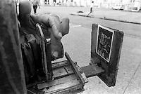 Wooden camera - Cámara de madera, La Habana, Cuba, mayo, 1996.