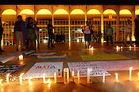 BRASÍLIA,DF, 13.06.2016 - HOMENAGEM-DF - Palácio do Itamaraty em Brasilia, é palco na noite desta segunda-feira, 13 de uma homenagem às vítimas de um atirador solitário que matou 50 pessoas e feriu 53 na boate Pulse, voltada para o público LGBT em Orlando, Estado da Flórida, nos Estados Unidos. Os números foram confirmados pela polícia local e o atirador, que também morreu, foi indentificado como Omar Mateen, 29 anos. (Foto: Ed Ferreira/Brazil Photo Press)
