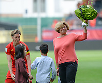 20180904 - LEUVEN , BELGIUM : Belgian Aline Zeler pictured bringing flowers to the widow of Marc Lesenfants during the female soccer game between the Belgian Red Flames and Italy , the 8th and last game in the qualificaton for the World Championship qualification round in group 6 for France 2019, Tuesday 4 th September 2018 at OHL Stadion Den Dreef in Leuven , Belgium. PHOTO SPORTPIX.BE | DAVID CATRY