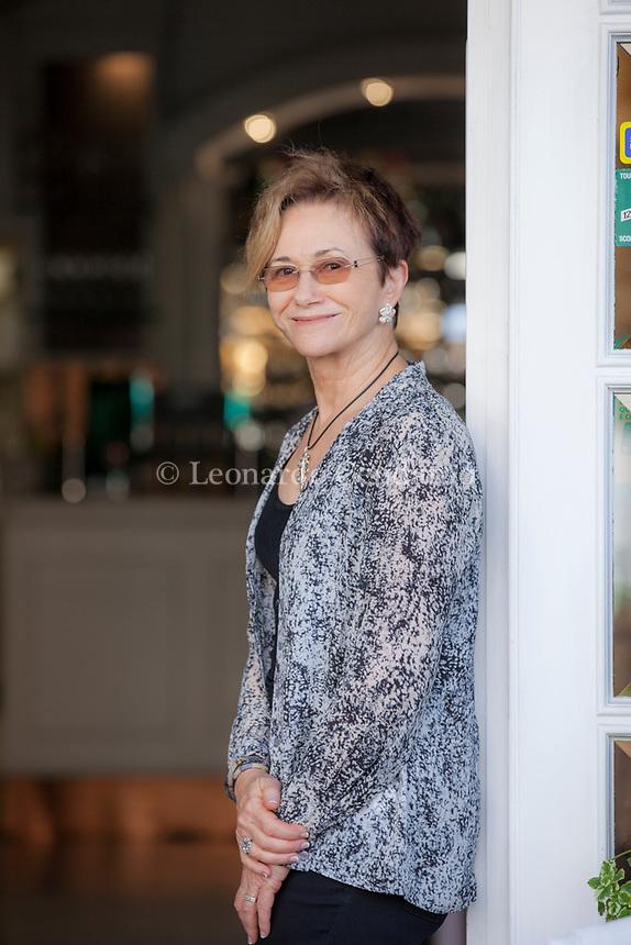 Susan Elizabeth George (Warren, 26 febbraio 1949) è una scrittrice statunitense specializzata nel romanzo giallo. All'età di 18 mesi si trasferisce in California. Elizabeth George - The official Website of mystery novelist Elizabeth George and the Elizabeth George Foundation. Mantova 8 settembre 2017. © Leonardo Cendamo