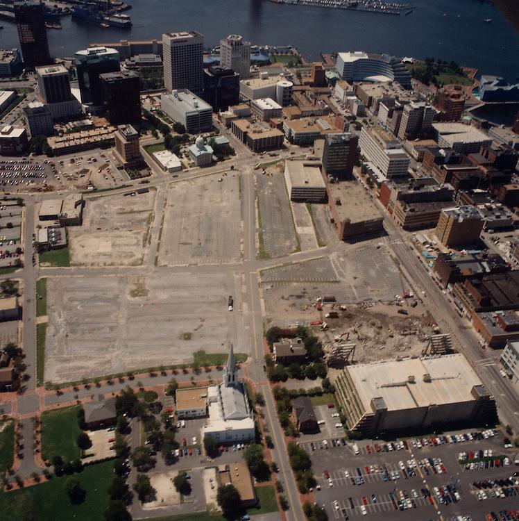 1996 August 15..Redevelopment.Downtown North (R-8)..Aerials Macarthur Center.Looking South...NEG#.NRHA#.08/96  SPECIAL:HOAR  1:1  NRHA1-1.