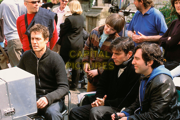 HUGH GRANT, NICHOLAS HOULT, CHRIS WEITZ & PAUL WEITZ (DIRECTORS).on the set of About A Boy.Filmstill - Editorial Use Only.Ref: FBAW.www.capitalpictures.com.sales@capitalpictures.com.Supplied by Capital Pictures