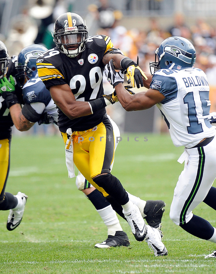 RYAN MUNDY, of the Pittsburgh Steelers, in action during the Steelers game against the Seattle Seahawks on September 18, 2011 at Heinz Field in Pittsburgh, PA. The Steelers beat the Seahawks 24-0.