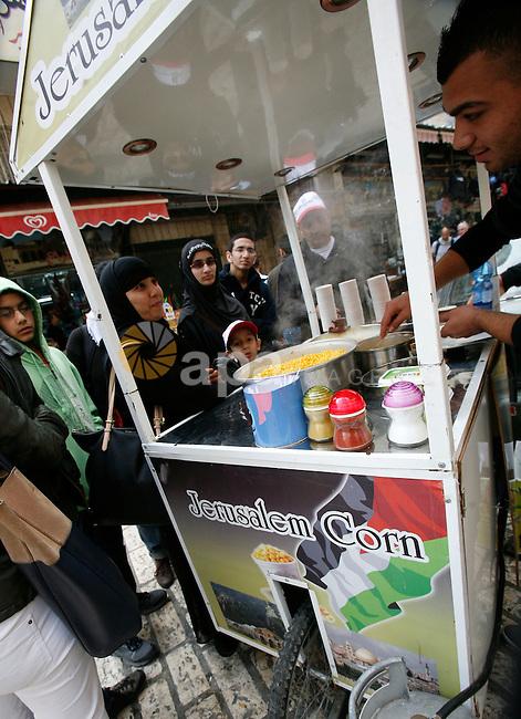 Palestinian vendor sells Corn at the market in Jerusalem's old city on December 29, 2012. Photo by Mahfouz Abu Turk