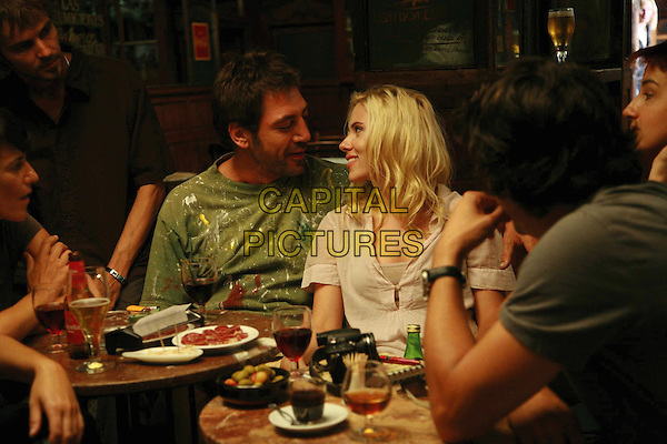 JAVIER BARDEM & SCARLETT JOHANSSON.in Vicky Cristina Barcelona .*Filmstill - Editorial Use Only*.CAP/FB.Supplied by Capital Pictures.
