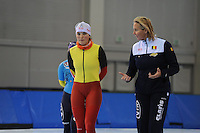 SCHAATSEN: SALT LAKE CITY: Utah Olympic Oval, 12-11-2013, Essent ISU World Cup, training, Jelena Peeters (BEL), Margo van Dijk (trainer/coach BEL), ©foto Martin de Jong