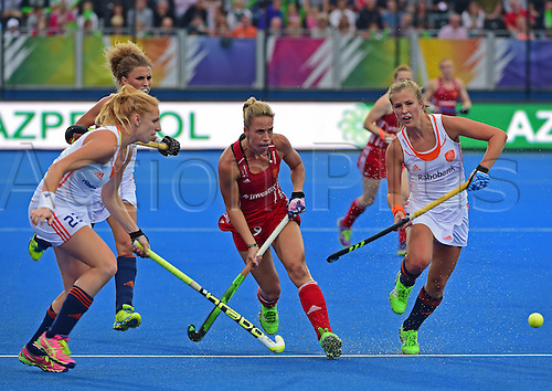 30.08.2015. Lea Valley, London, England. Unibet EuroHockey Championships Day 10. Gold Medal Final. England versus Netherlands. Susannah Townsend (ENG) beats the Dutch defence