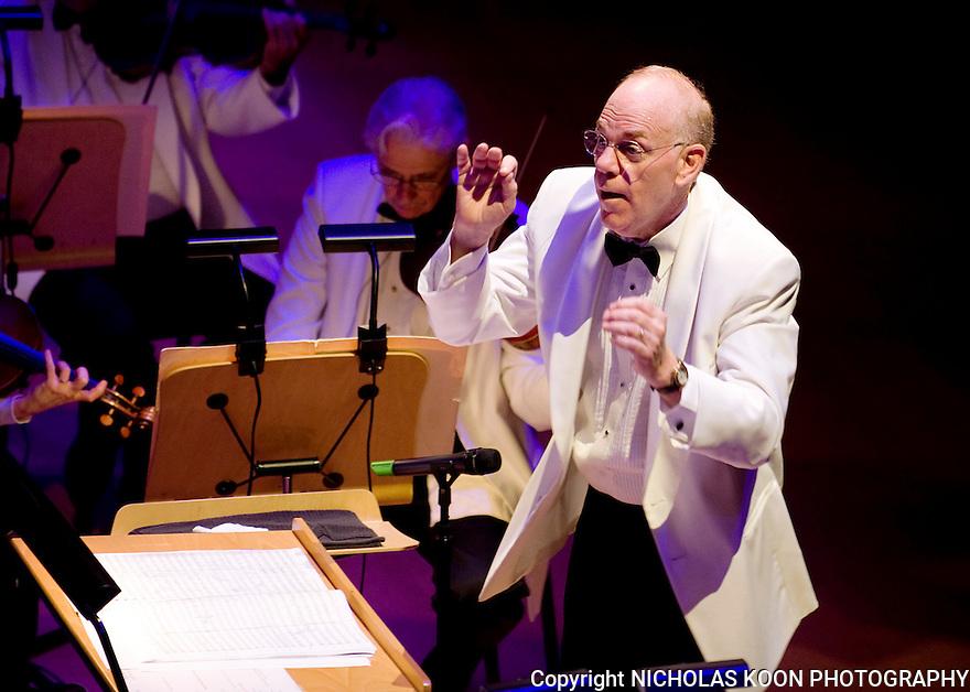 Pacific Symphony Conductor Richard Kaufman.
