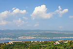 Blick von Polje an der Nordküste nach Crikvenica auf dem Festland. View from Polje at the north coast to Crikvenica at the mainland. Krk Island, Dalmatia, Croatia. Insel Krk, Dalmatien, Kroatien. Krk is a Croatian island in the northern Adriatic Sea, located near Rijeka in the Bay of Kvarner and part of the Primorje-Gorski Kotar county. Krk ist mit 405,22 qkm nach Cres die zweitgroesste Insel in der Adria. Sie gehoert zu Kroatien und liegt in der Kvarner-Bucht suedoestlich von Rijeka.