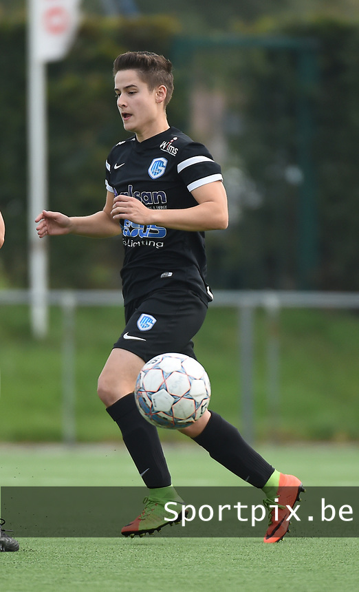 20181006 - DIKSMUIDE , BELGIUM : KRC Genk's Esther Knevels  pictured during a soccer match between the women teams of Famkes Westhoek Diksmuide Merkem and KRC GENK B  , during the 3th matchday in the 2018-2019  Eerste klasse - First Division season, Saturday 6 October 2018 . PHOTO SPORTPIX.BE | DIRK VUYLSTEKE