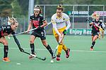 AMSTELVEEN - Frederique Matla (DenBosch)  en links  Noor de Baat (Adam)  en Lauren Stam (Adam)    tijdens de hoofdklasse hockeywedstrijd dames,  Amsterdam-Den Bosch (1-1).    COPYRIGHT KOEN SUYK