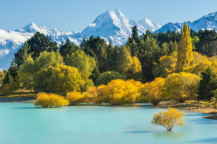 Lake Pukaki. Aoraki Mt Cook towering in background. Mackenzie Country, South Canterbury South Island New Zealand.