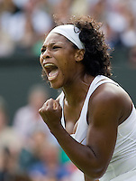 27-6-08, England, Wimbledon, Tennis, Serina Williams in jubilation when se wins the first set in her match against Mauresmo