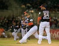 Edgar Gonzalez pitcher abridor por Naranjeros ,durante primer  juego de la serie de beisbol entre Yaquis de Obregon vs Naranjeros de Hermosillo de la Liga Mexicana del Pacifico en Estadio Sonora.<br /> Hermosillo Sonora  27 diciembre 2014. <br /> (CreditoFoto:Luis Gutierrez)