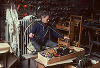 Europe/France/Limousin/23/Creuse/Aubusson : Atelier Tabard - Bobinage : l'échevau est transformé en bobines<br /> PHOTO D'ARCHIVES // ARCHIVAL IMAGES<br /> FRANCE 1980