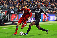 Thomas Mueller (FC Bayern Muenchen) gegen Evan N'Dicka (Eintracht Frankfurt) - 22.12.2018: Eintracht Frankfurt vs. FC Bayern München, Commerzbank Arena, DISCLAIMER: DFL regulations prohibit any use of photographs as image sequences and/or quasi-video.