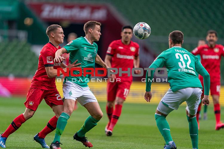Niklas Moisander (Werder Bremen #18 Kapitaen)<br /> Marco Friedl (Werder Bremen #32)<br /> Florian Wirtz   (Leverkusen #27),<br /> <br /> <br /> Sport: Fussball: 1. Bundesliga: Saison 19/20: <br /> 26. Spieltag: SV Werder Bremen vs Bayer 04 Leverkusen, 18.05.2020<br /> <br /> Foto ©  gumzmedia / Nordphoto / Andreas Gumz / POOL <br /> <br /> Nur für journalistische Zwecke! Only for editorial use!<br />  DFL regulations prohibit any use of photographs as image sequences and/or quasi-video.