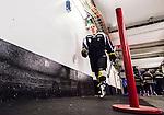 Stockholm 2015-09-30 Ishockey Hockeyallsvenskan AIK - Leksands IF :  <br /> AIK:s Robin Kovacs p&aring; v&auml;g in till omkl&auml;dningsrummet efter uppv&auml;rmningen inf&ouml;r matchen mellan AIK och Leksands IF <br /> (Foto: Kenta J&ouml;nsson) Nyckelord:  AIK Gnaget Hockeyallsvenskan Allsvenskan Hovet Johanneshov Isstadion Leksand LIF portr&auml;tt portrait inomhus interi&ouml;r interior
