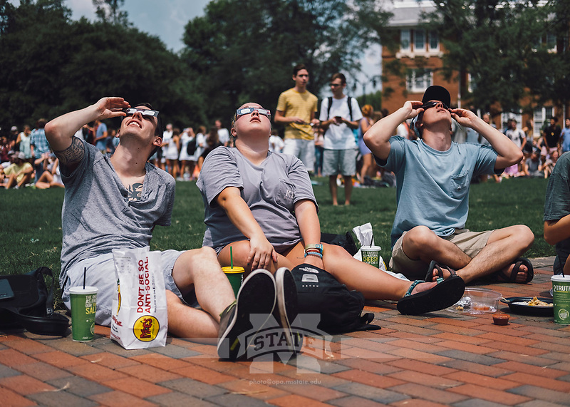 Eclipse viewing 2017<br />  (photo by Robert Lewis / &copy; Mississippi State University)