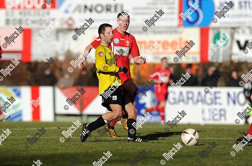 2012-02-19 / Voetbal / seizoen 2011-2012 / Lyra - Berchem Sport / Murat Kocak (Berchem) met Gwen Jacobs..Foto: Mpics.be
