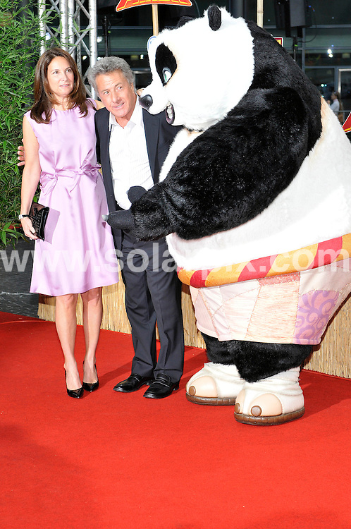 **ALL ROUND PICTURES FROM SOLARPIX.COM**.**SYNDICATION RIGHTS FOR UK AND SPAIN ONLY**.The Hollywood superstar Dustin Hoffman and his wife Lisa at the German premiere of Kung Fu Panda at the Sony Centre in Berlin..JOB REF:6712-CPR/Michael Gottschalk DATE:23_06_08.**MUST CREDIT SOLARPIX.COM OR DOUBLE FEE WILL BE CHARGED* *UNDER NO CIRCUMSTANCES IS THIS IMAGE TO BE REPRODUCED FOR ANY ONLINE EDITION WITHOUT PRIOR PERMISSION*