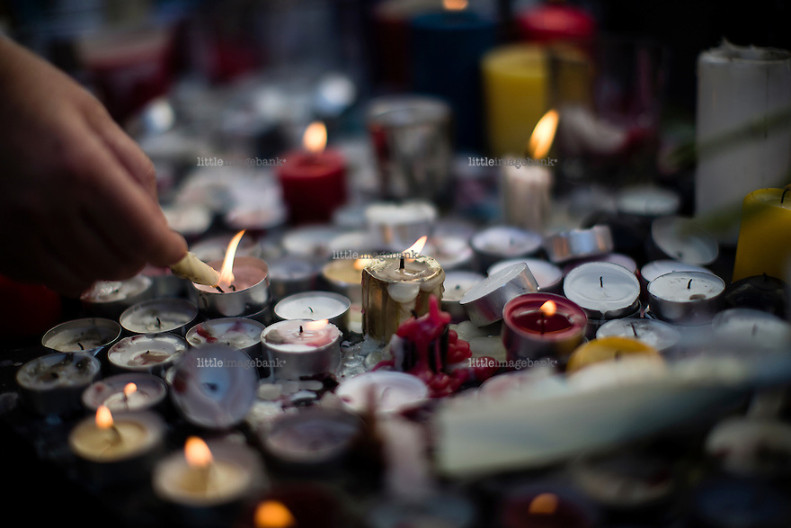 Paris, France, 15.11.2015. Candles and flowers at the Place de la Republique. Images from Paris in the aftermath of terror attack. Foto: Christopher Olssøn.