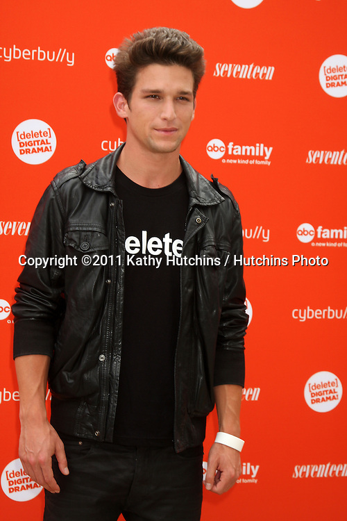 LOS ANGELES - JUL 14:  Daren Kagasoff arriving at the Delete Digital Drama Rally at Americana on July 14, 2011 in Glendale, CA