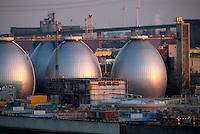 Deutschland, Hamburg, Faultürme im Hafen