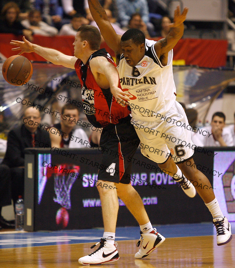 Kosarka, Euroleague, sezona 2009/2010.Partizan Vs. Lietuvas Rytas (Vilnius).Bojan Popovic, left and Lester McCalebb, right.Belgrade, 06.01.2010.foto: Srdjan Stevanovic/Starsportphoto ©